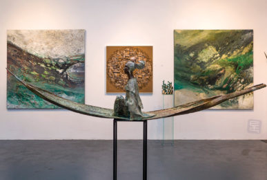 Schilderij La maestra van Eelko van Iersel, olieverf en zand op doek abstract abstractpainting colourfield spiritueel reis landschap kleurrijk Himalaya Phuktal